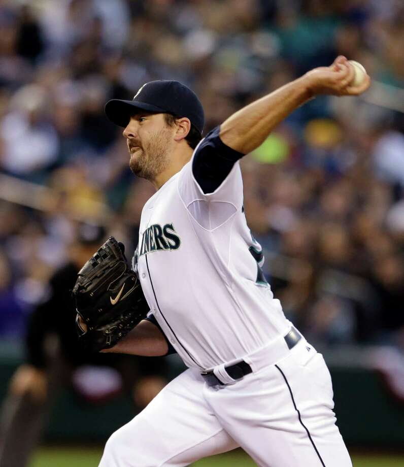 Seattle Mariners starting pitcher Joe Saunders throws against the Houston Astros in the second inning. Photo: AP