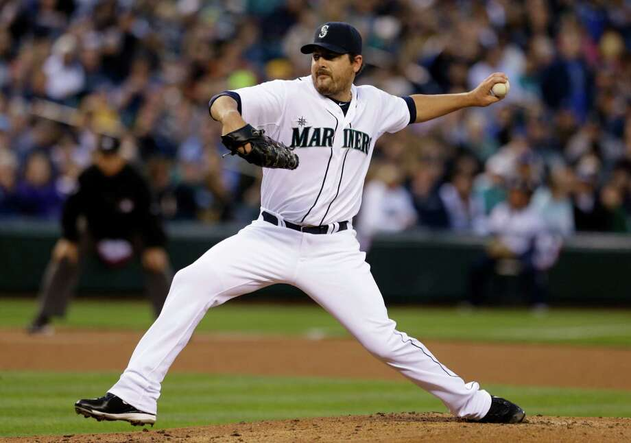 Seattle Mariners starting pitcher Joe Saunders throws against the Houston Astros. Photo: AP