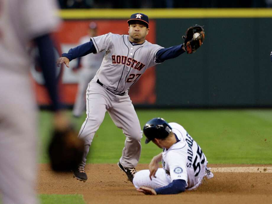 Seattle Mariners' Michael Saunders (55) slides safely into second base as Houston Astros second baseman Jose Altuve catches the ball in the first inning. Photo: AP