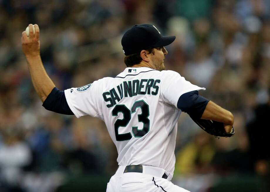 Seattle Mariners starting pitcher Joe Saunders throws in the first inning. Photo: AP