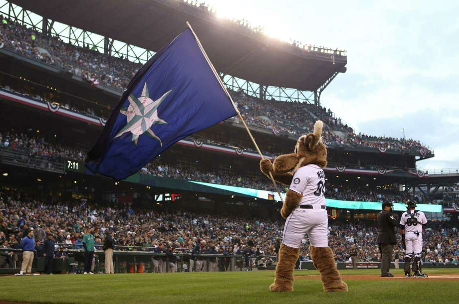 The Mariner Moose waves a flag before the first pitch. Photo: JOSHUA TRUJILLO / SEATTLEPI.COM