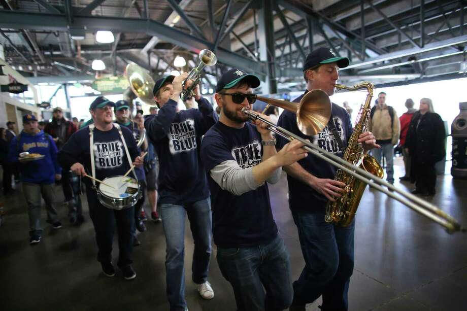 Seattle band Tubaluba perform on the main concourse. Photo: JOSHUA TRUJILLO / SEATTLEPI.COM