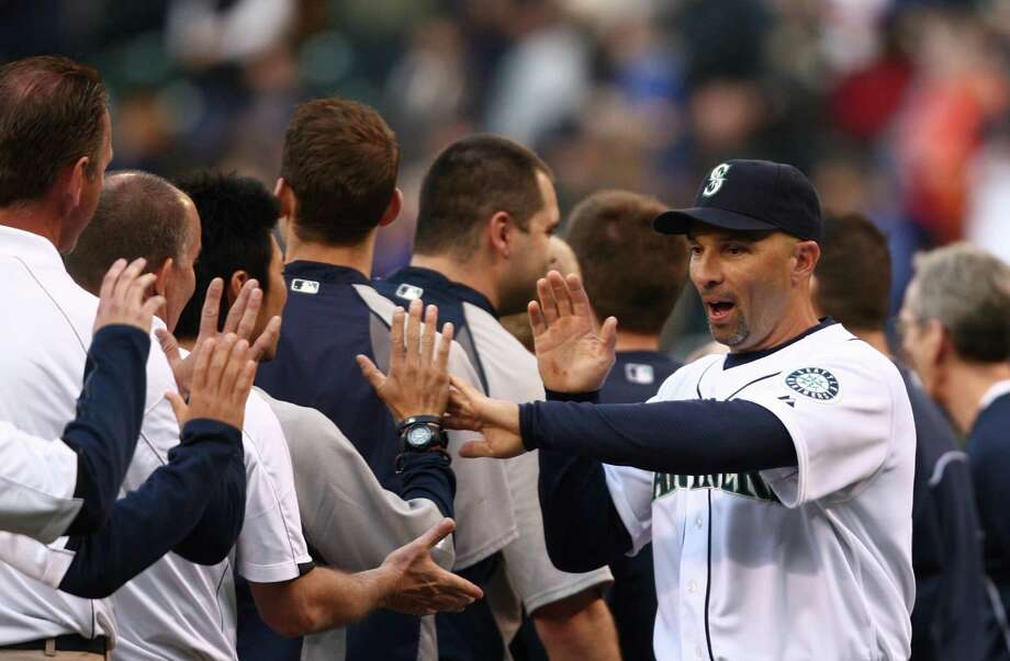 Seattle Mariners player Raul Ibanez greets teammates. Photo: JOSHUA TRUJILLO / SEATTLEPI.COM