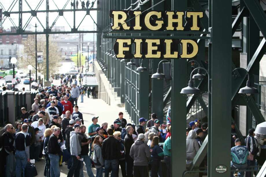 Fans line up to enter the stadium. Photo: JOSHUA TRUJILLO / SEATTLEPI.COM