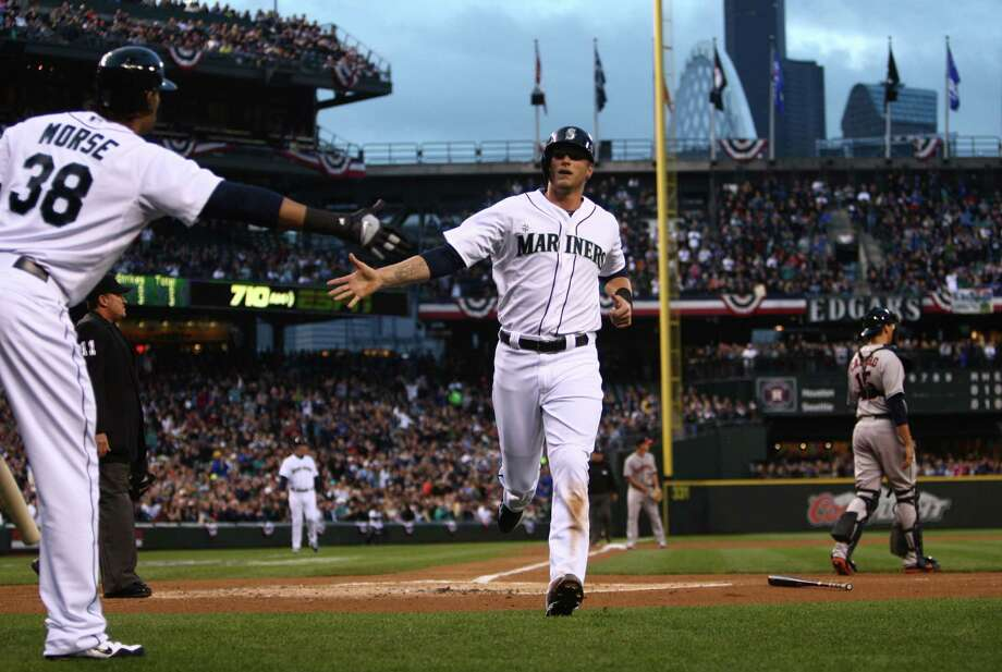 Seattle Mariners player Michael Saunders crosses the plate for the M's first run. Photo: JOSHUA TRUJILLO / SEATTLEPI.COM