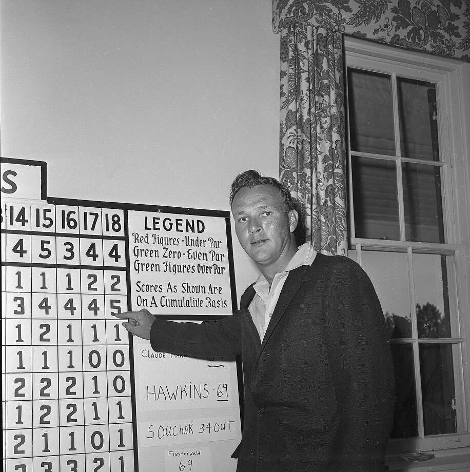 Arnold Palmer points to his first day low, 67, five-under-par, in the Masters Golf tournament, April 7, 1960. Photo: HORACE CORT, Associated Press / 1960 AP