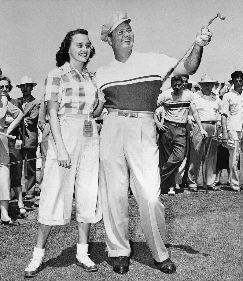 Jimmy Demaret points with his putter as he tells Carol Thomas of Atlanta, about his fourth round in the Masters here in Augusta, Ga., April 9, 1950.  Demaret won his third Masters crown today. Photo: HORACE CORT, Associated Press / 1950 AP