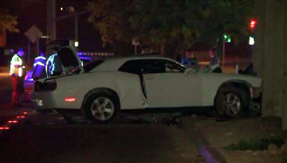 The single-vehicle wreck happened about 11:30 p.m. at 2700 West T.C. Jester near the North Loop, Photo: NewsFix Video
