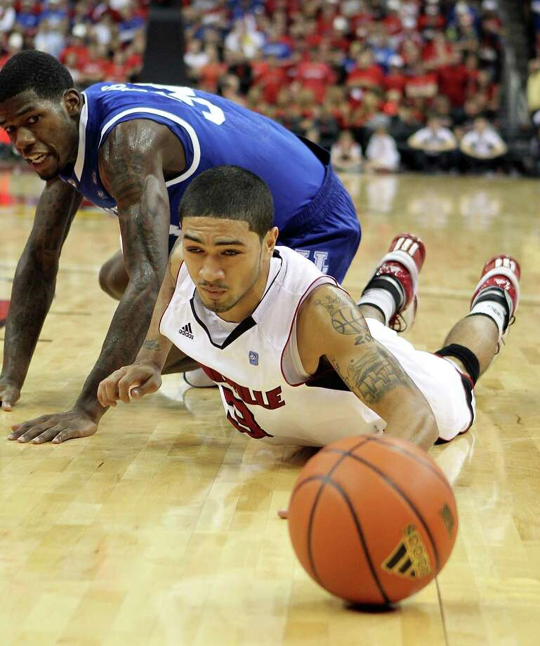 Peyton Siva #3 of the Louisville Cardinals reaches for a loose ball during the game against the Kentucky Wildcats at the KFC Yum! Center on December 31, 2010 in Louisville, Ky. Photo: Andy Lyons, Getty Images / 2010 Getty Images