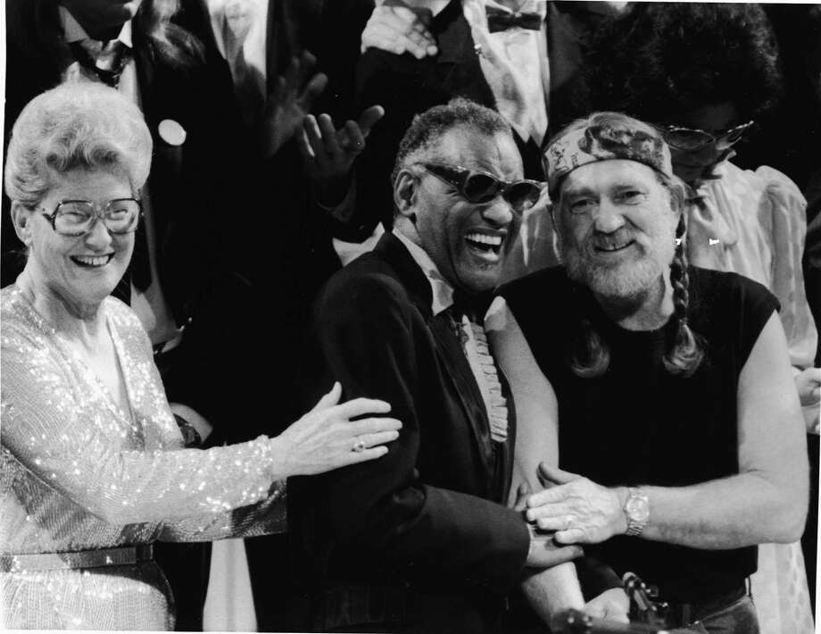 L-R: American musicians Minnie Pearl, Ray Charles and Willie Nelson smile together at an unidentified event, 1980s. Photo: Hulton Archive, Getty / 2004 Getty Images