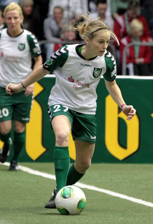 Elli Reed Position: defender Age: 23 Hometown: Salt Lake City Last club: FCR 2001 Duisberg (German Women\'s Fußball-Bundesliga)