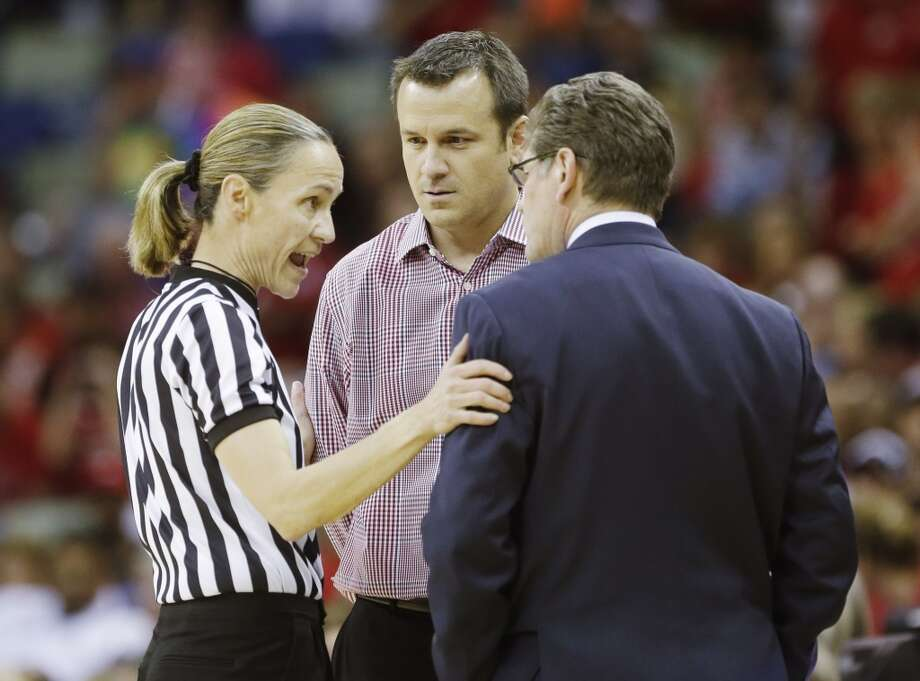 Louisville head coach Jeff Walz and Connecticut head coach Geno Auriemma talk to an official during first half of the national championship game of the women\'s Final Four of the NCAA college basketball tournament, Tuesday, April 9, 2013, in New Orleans.