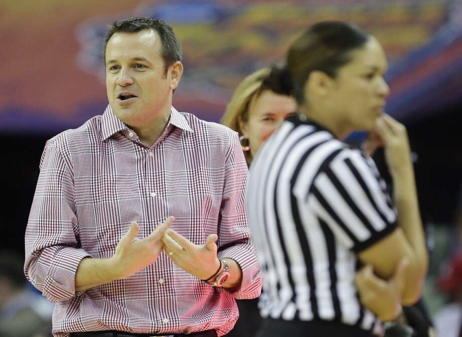 Louisville head coach Jeff Walz argues a call during first half of the national championship game against Connecticut at the women\'s Final Four of the NCAA college basketball tournament, Tuesday, April 9, 2013, in New Orleans.