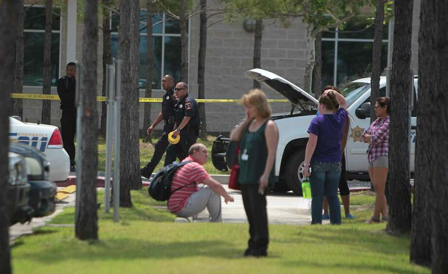 Harris County Sheriffs Officers and other agencies secure the Cy-Fair campus of Lone Star College. Photo: Mayra Beltran, Houston Chronicle / © 2013 Houston Chronicle