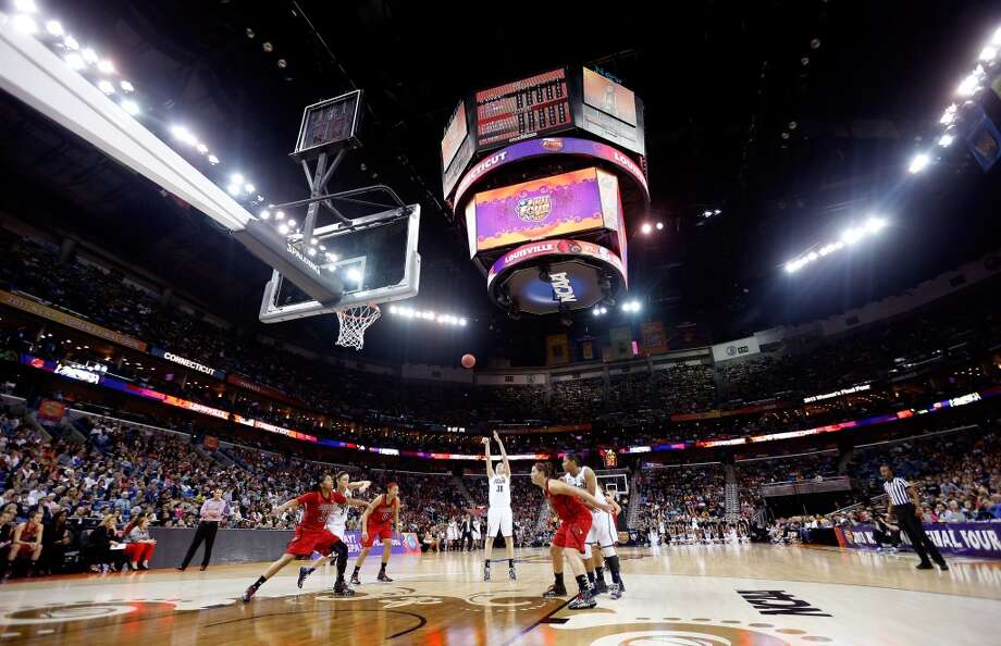 A general view as Breanna Stewart #30 of the Connecticut Huskies shoots a free throw in the first half against the Louisville Cardinals during the 2013 NCAA Women\'s Final Four Championship at New Orleans Arena on April 9, 2013 in New Orleans, Louisiana.