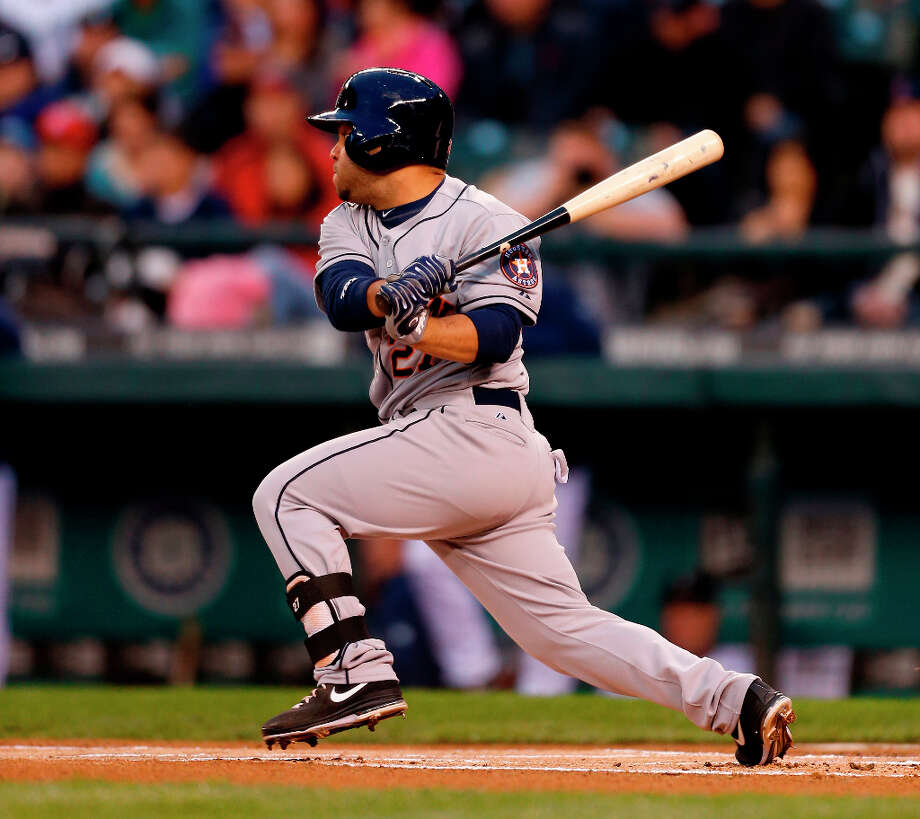 Jose Altuve #27 of the Astros singles in the first inning. Photo: Otto Greule Jr, Getty Images / 2013 Getty Images