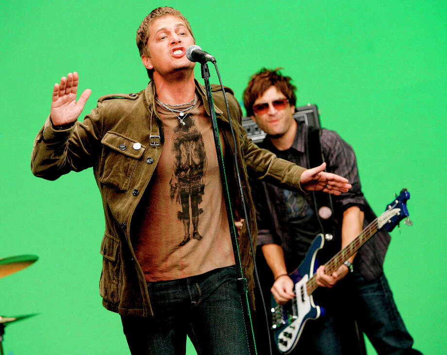 "Rob Thomas, left, and  Brian Yale from the band Matchbox Twenty perform during a video shoot in Los Angeles on Wednesday Aug. 8, 2007.  ""Exile In Mainstream,\"" the group\'s greatest hits album released in early October, features six new songs. Photo: Chris Polk, AP / R -Chris Polk"