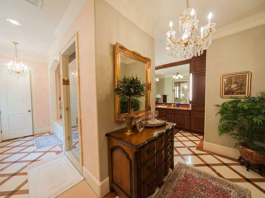 Another view of master bath. Photo: John Daugherty Realtors