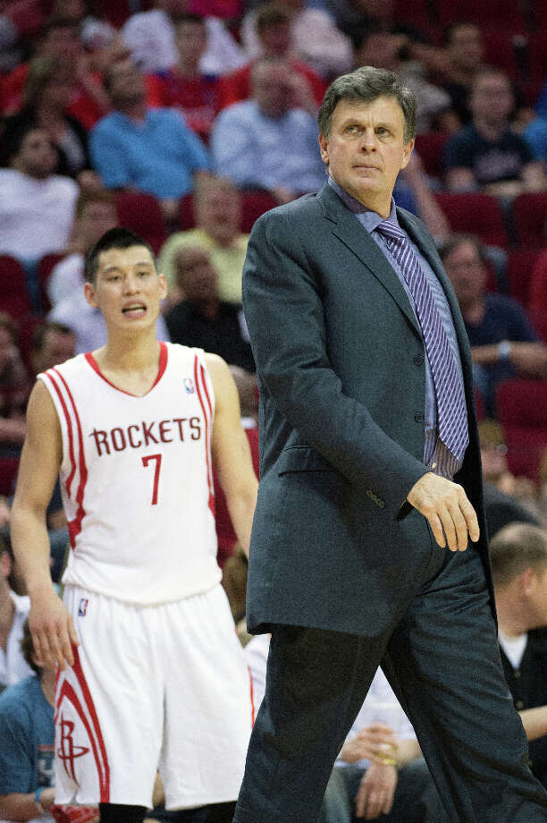 Rockets head coach Kevin McHale calls a timeout during the second half. Photo: Smiley N. Pool, Houston Chronicle / © 2013  Houston Chronicle