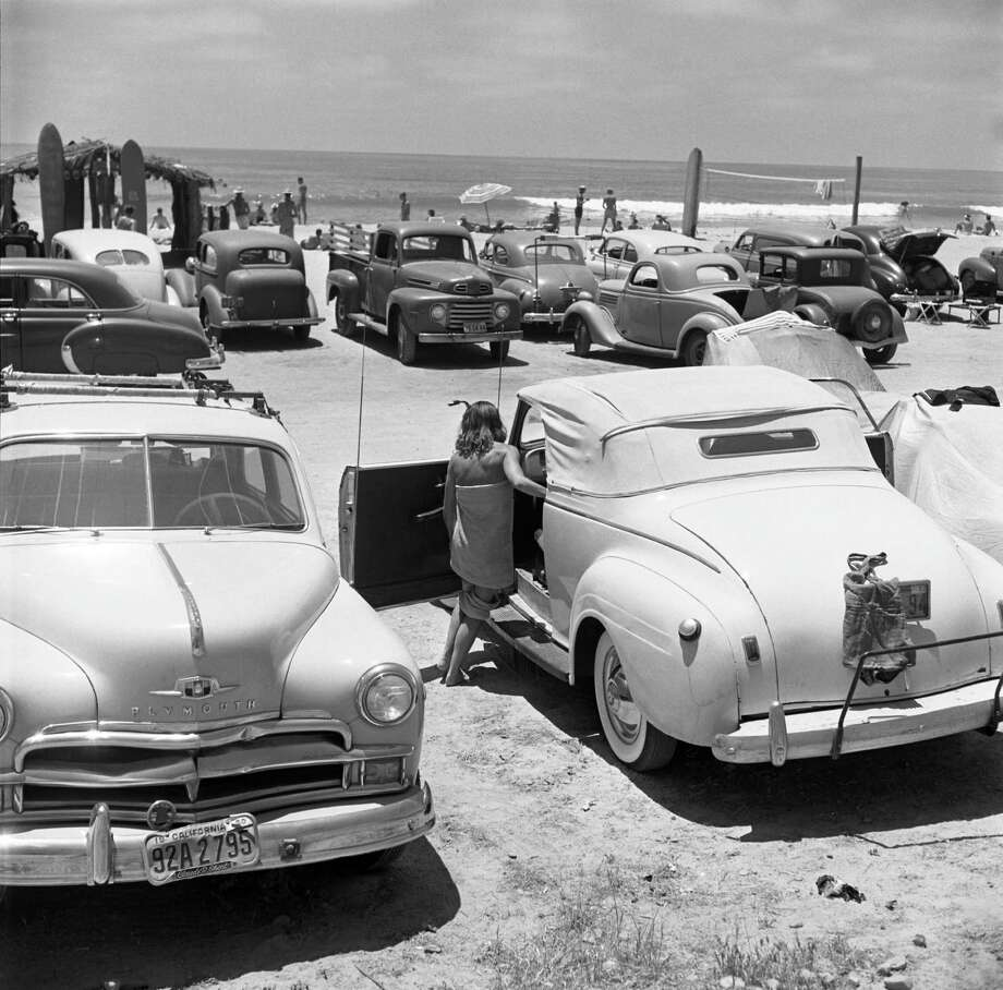 View of the beach across the roofs of parked cars, California, July 1950. Photo: Loomis Dean, File / Time & Life Pictures