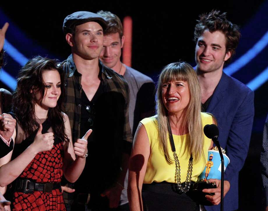 """Twlight"" mania begins. (L-R) Actors Kristen Stewart, Kellan Lutz, Cam Gigandet, director Catherine Hardwicke, and actor Robert Pattinson accept the Best Movie award onstage during the 18th Annual MTV Movie Awards held at the Gibson Amphitheatre on May 31, 2009 in Universal City, California. Photo: Kevin Winter, Getty Images / 2009 Getty Images"