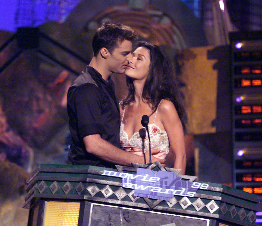 Catherine Zeta-Jones and Ricky Martin awkwardly smooch on the 1999 MTV Movie Awards at the Barker Hangar in Santa Monica, CA, 6/5/99. Photo: Frank Micelotta, Getty Images / Getty Images North America