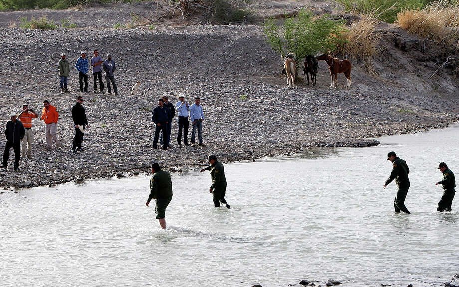 Border Patrol Agents cross the Rio Grande from Big Bend National Park to Boquillas del Carmen, Mexico Wednesday April 10, 2013. Photo: Edward A. Ornelas, San Antonio Express-News / © 2013 San Antonio Express-News