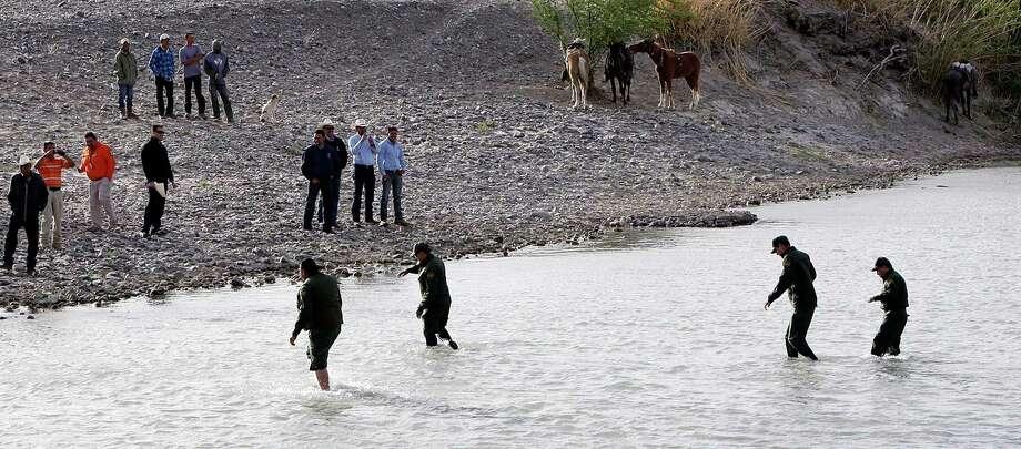 Border Patrol Agents cross the Rio Grande from Big Bend National Park to Boquillas del Carmen, Mexico Wednesday April 10, 2013. Photo: Edward A. Ornelas, San Antonio Express-News / © 2013 San Antonio Express-News