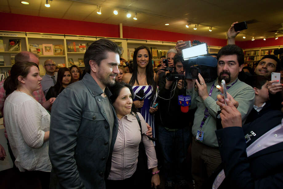 Fans are excited to meet Colombian pop star Juanes at the Brazos Book Store, Wednesday, April 10, 2013, in Houston. Photo: Cody Duty, Houston Chronicle / © 2013 Houston Chronicle