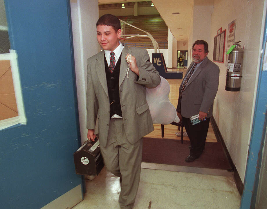Eric Rodriguez, a Jay High School basketball team manager, and coach Romy Vela are seen Feb. 19, 2000, at South San West Campus High School during game against Corpus Christi Calallen. Photo: San Antonio Express-News File Photo / SAN ANTONIO EXPRESS-NEWS