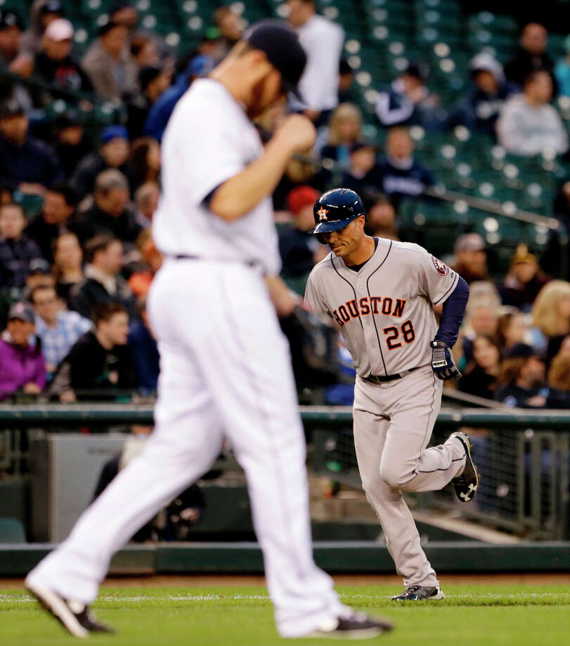 Rick Ankiel of the Astros runs the bases after hitting a home run. Photo: Elaine Thompson