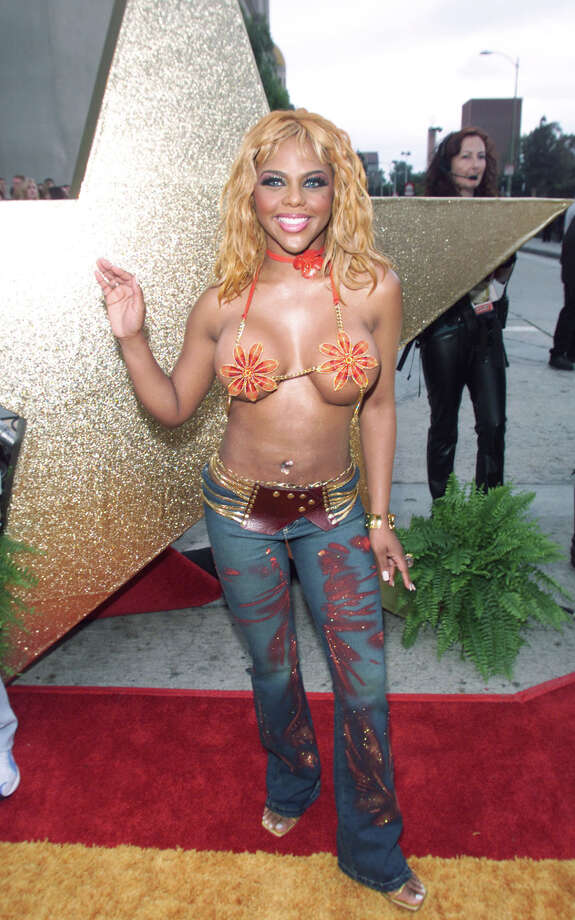 Lil' Kim and her pasties arrives at the 2001 MTV Movie Awards at the Shrine Auditorium in Los Angeles Saturday, June 2, 2001. Photo: Frank Micelotta, Getty Images / Getty Images North America