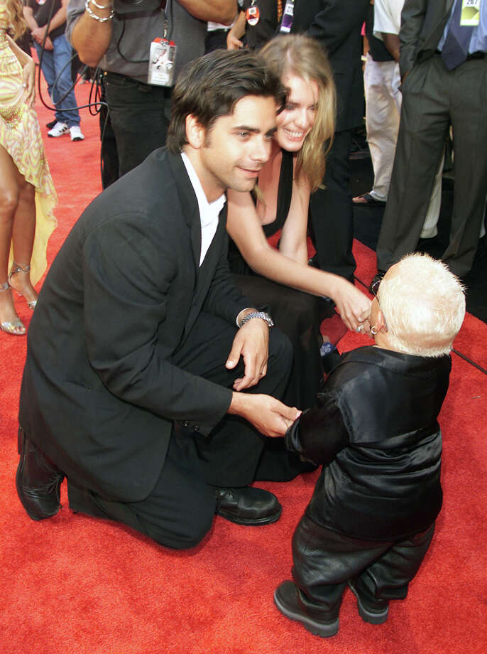 John Stamos, Rebecca Romijn-Stamos, and Verne Troyer at the MTV Movie Awards 2000 held at Sony Pictures Studio in Culver City, CA on June 03, 2000 Photo: Frank Micelotta, Getty Images / Getty Images North America
