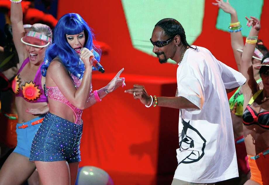 Katy Perry (L) and Snoop Dogg perform onstage at the 2010 MTV Movie Awards held at the Gibson Amphitheatre at Universal Studios  on June 6, 2010 in Universal City, California. Photo: Christopher Polk, Getty Images / 2010 Getty Images