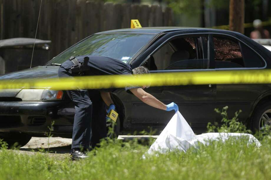 Houston police investigate a fatal shooting at 3700 Campbell near Pannell. Photo: Johnny Hanson