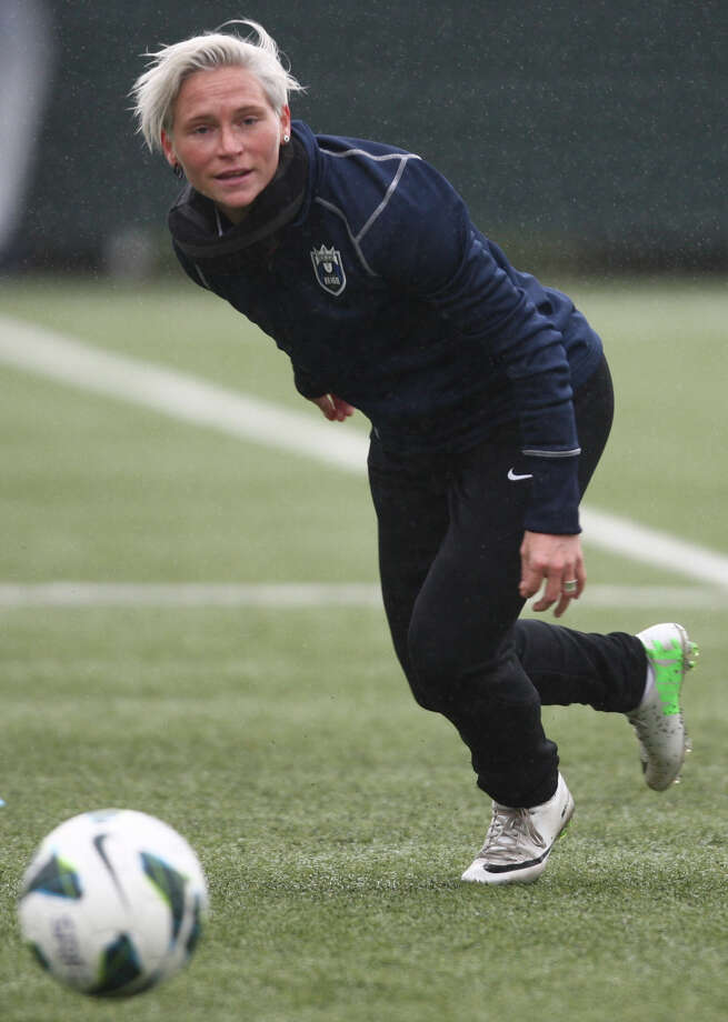 Seattle Reign player Jess Fishlock chases a ball during practice. Photo: JOSHUA TRUJILLO, SEATTLEPI.COM / SEATTLEPI.COM