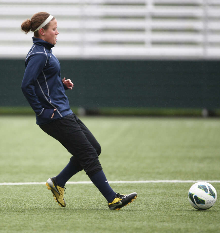 Player Christine Nairn runs drills during Seattle Reign practice. Photo: JOSHUA TRUJILLO, SEATTLEPI.COM / SEATTLEPI.COM