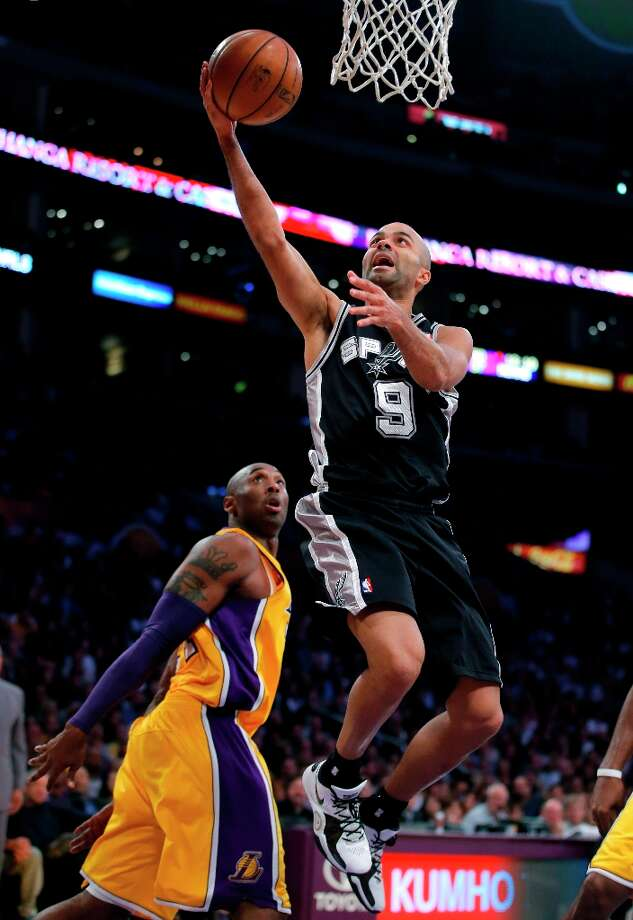 The Spurs' Tony Parker goes up for a basket as Los Angeles Lakers' Kobe Bryant (left) watches in the first half in Los Angeles, Tuesday, Nov. 13, 2012. Photo: Jae C. Hong, Associated Press / AP
