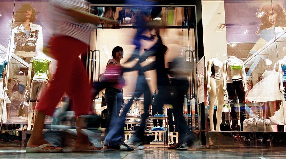 Mall del NorteChristmas Eve: Mall closes at 6 p.m. Operation times for department stores with exterior entrances vary. Photo: NICOLE FRUGE, SAN ANTONIO EXPRESS-NEWS / SAN ANTONIO EXPRESS-NEWS