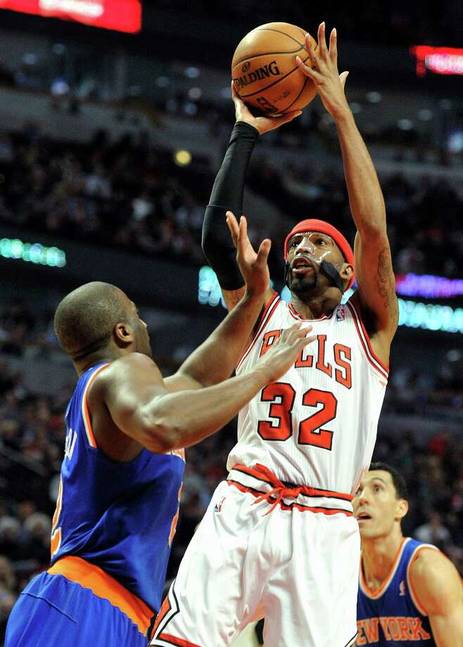 Chicago Bulls' Richard Hamilton (32) shoots over New York Knicks' Raymond Felton left, during the second half of an NBA basketball game, Thursday, April 11, 2013, in Chicago. The Bulls won 118-111 in overtime. (AP Photo/Jim Prisching) Photo: Jim Prisching