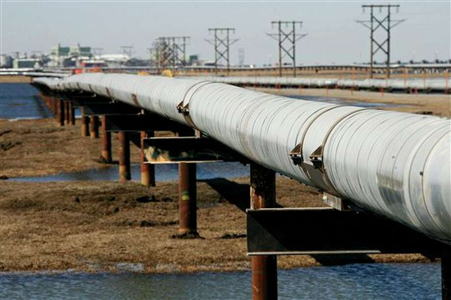 A 2007 photo shows a new oil transit pipeline across the tundra at the Prudhoe Bay oil field on Alaska's North Slope. An exploration company says it has found another huge oil deposit nearby. Photo: AL Grillo, AP / AP
