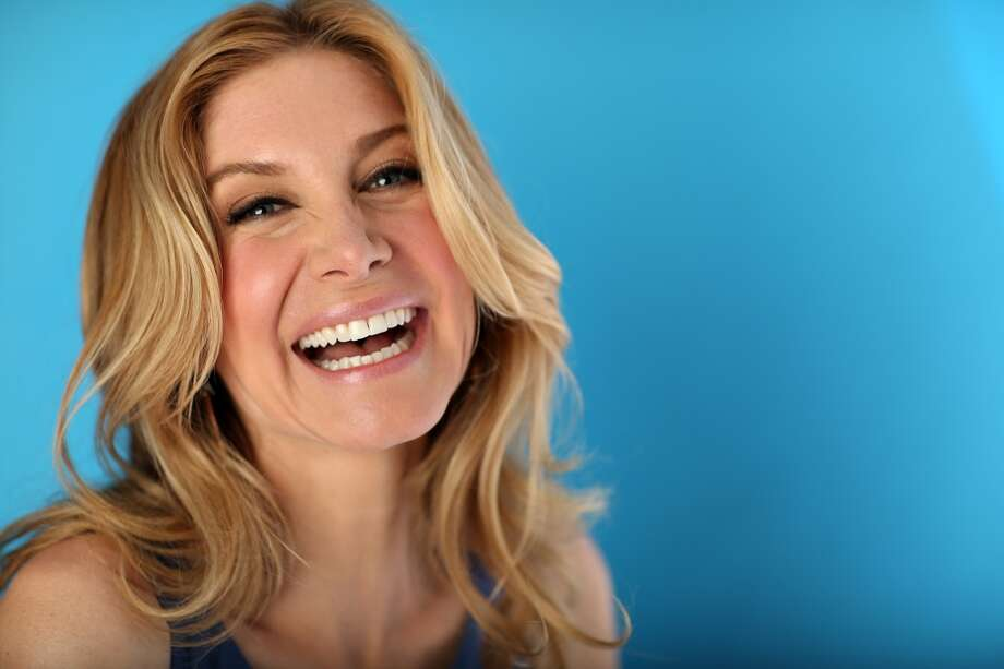 Elizabeth Mitchell now stars in TV show \'\'Revolution.\'\' She was also in \'\'V.\'\'