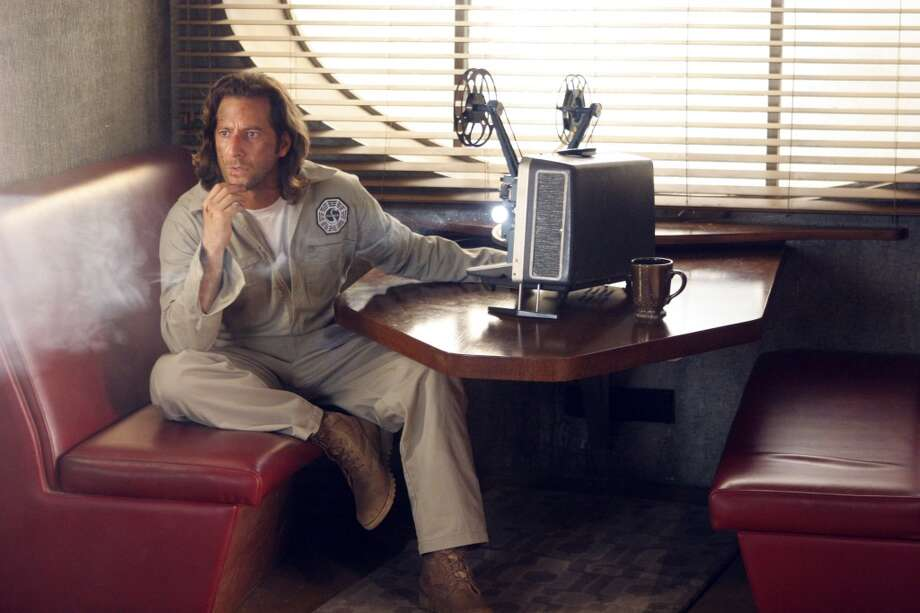 It\'s Desmond (Henry Ian Cusick) in the hatch.