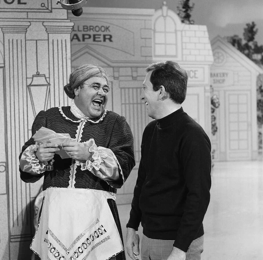Jonathan Winters as Maude Frickert and television host Andy Williams in 1967. Photo: NBC, Getty Images / © NBCUniversal, Inc.