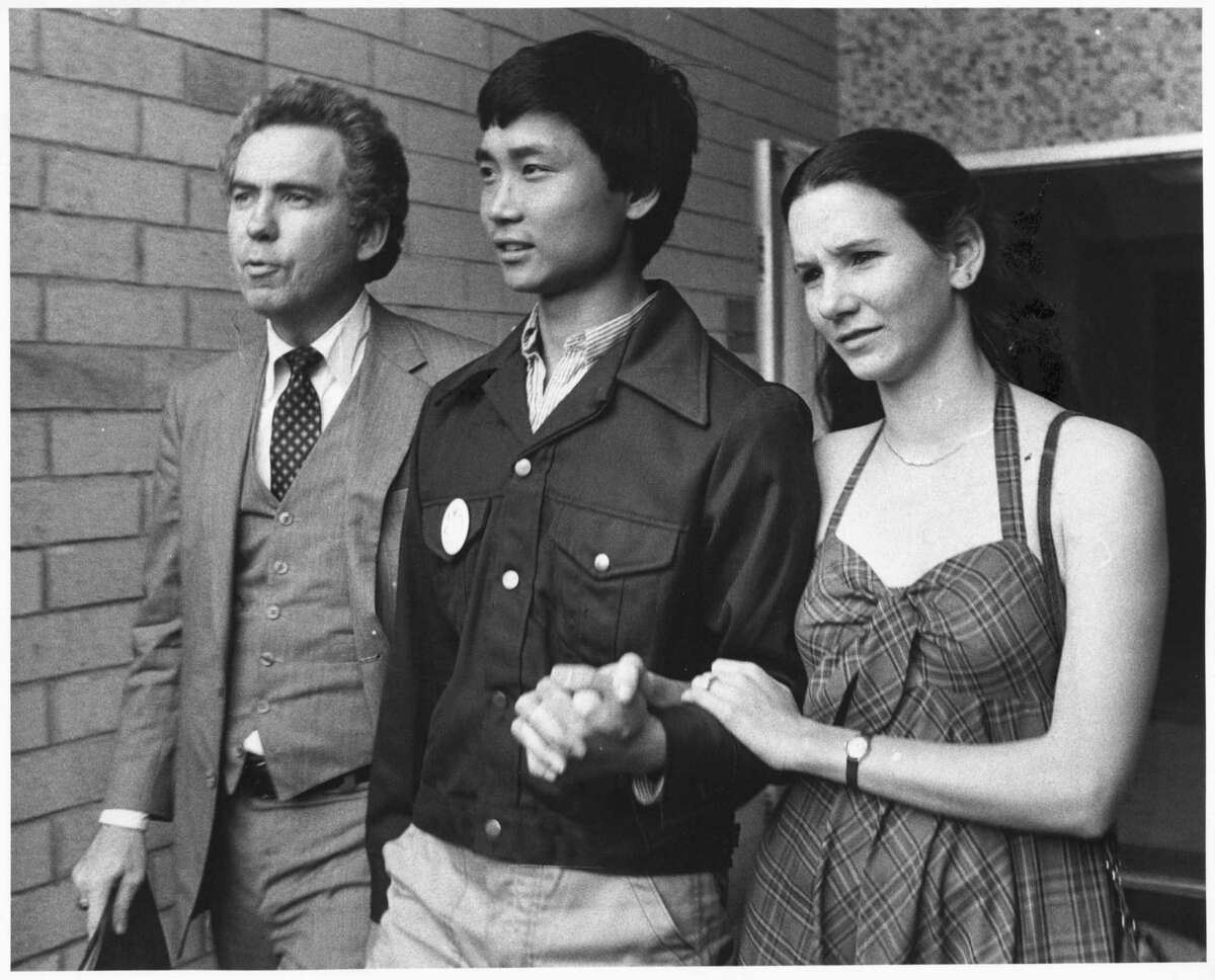 Li Cunxin, Chinese ballet dancer 06/12/1981 HOUCHRON CAPTION (03/28/2004): Attorney Charles Foster, 20-year-old Li and his first wife, Elizabeth Mackey, leave the U.S. consulate after Li's dramatic defection from communist China in 1981.