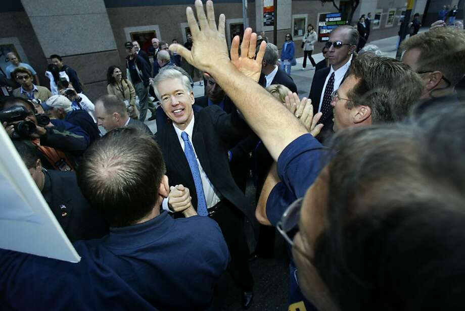 davis07080_ls.JPG  Gov. Davis high fives attendees at a firefighters march on O'Farrell St. before the march begins.  Governor Gray Davis will march with firefighters and other public safety officials from the San Francisco Hilton ending with a rally at Union Square in San Francisco, CA.     Photo by Lea Suzuki/ The San Francisco Chronicle. Photo: Lea Suzuki, SFC