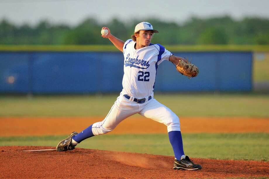 Hamshire-Fannett pitcher Brock Levingston throws against  Silsbee for a shot at a playoff spot in District 21-3A.   Friday,  April 29, 2011.  Valentino Mauricio/The Enterprise Photo: Valentino Mauricio / Beaumont