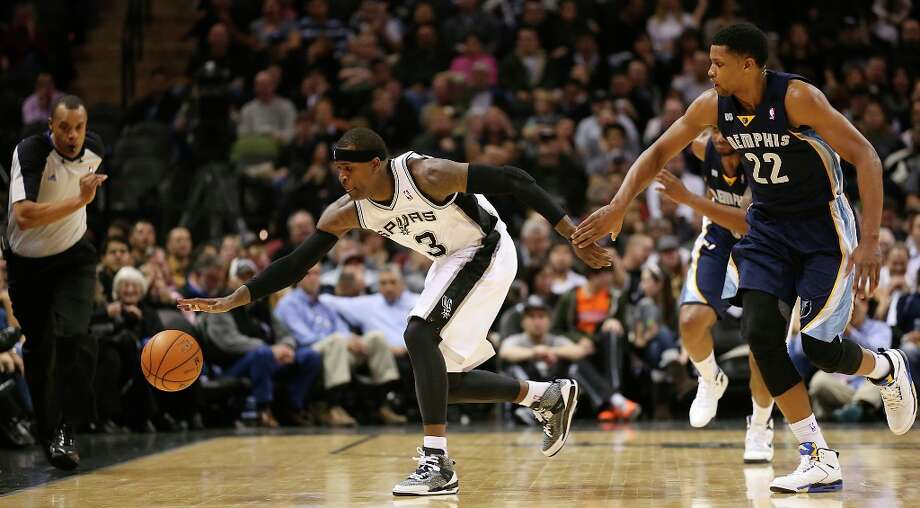 The Spurs' Stephen Jackson goes for a loose ball as Memphis Grizzlies' Rudy Gay tries to beat him during the second half at the AT&T Center, Wednesday, Jan. 16, 2013. The Spurs won 103-82. Photo: Jerry Lara, San Antonio Express-News / © 2013 San Antonio Express-News