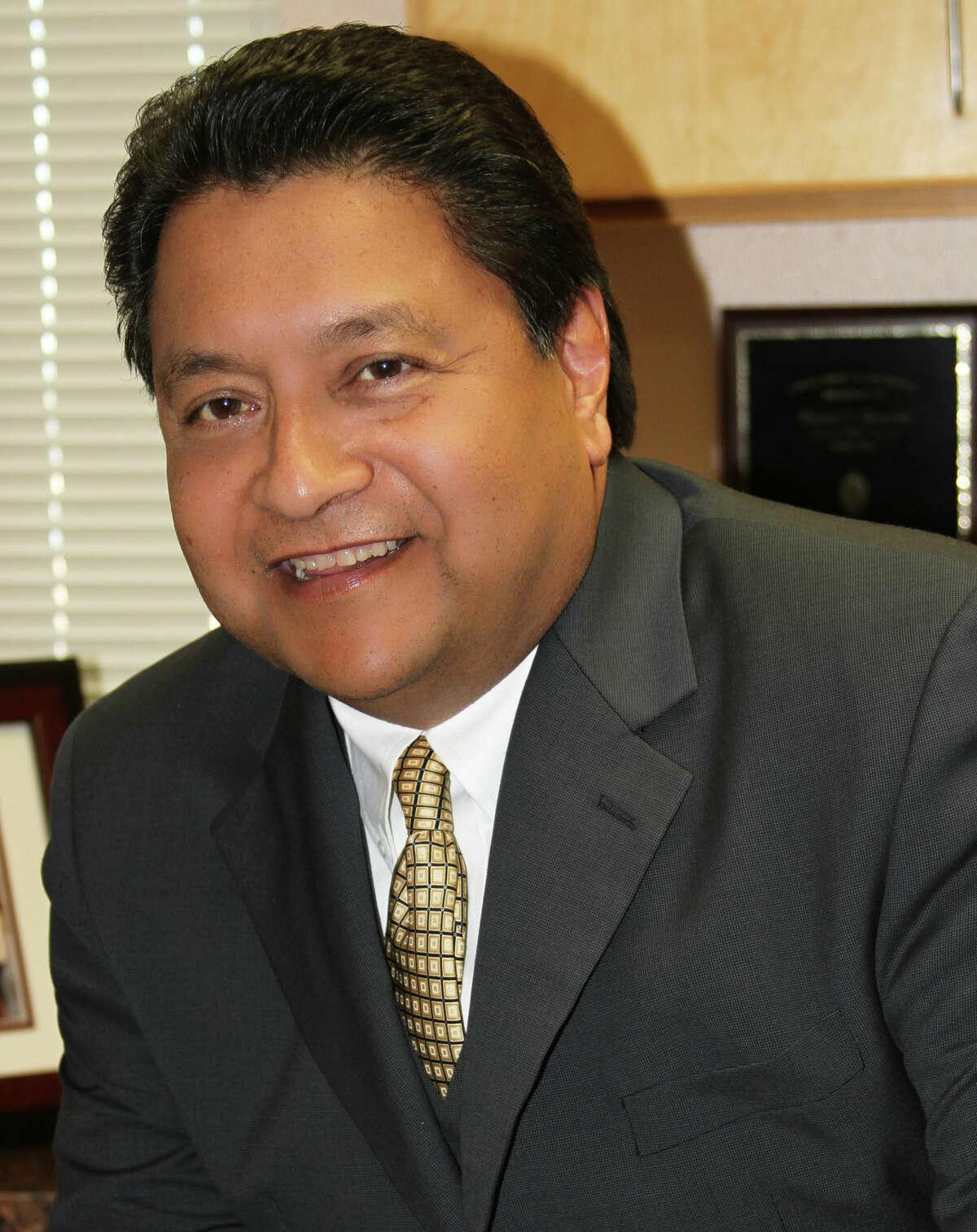 Dr. Manuel L. Isquierdo finalist for Superintendent SAISD.