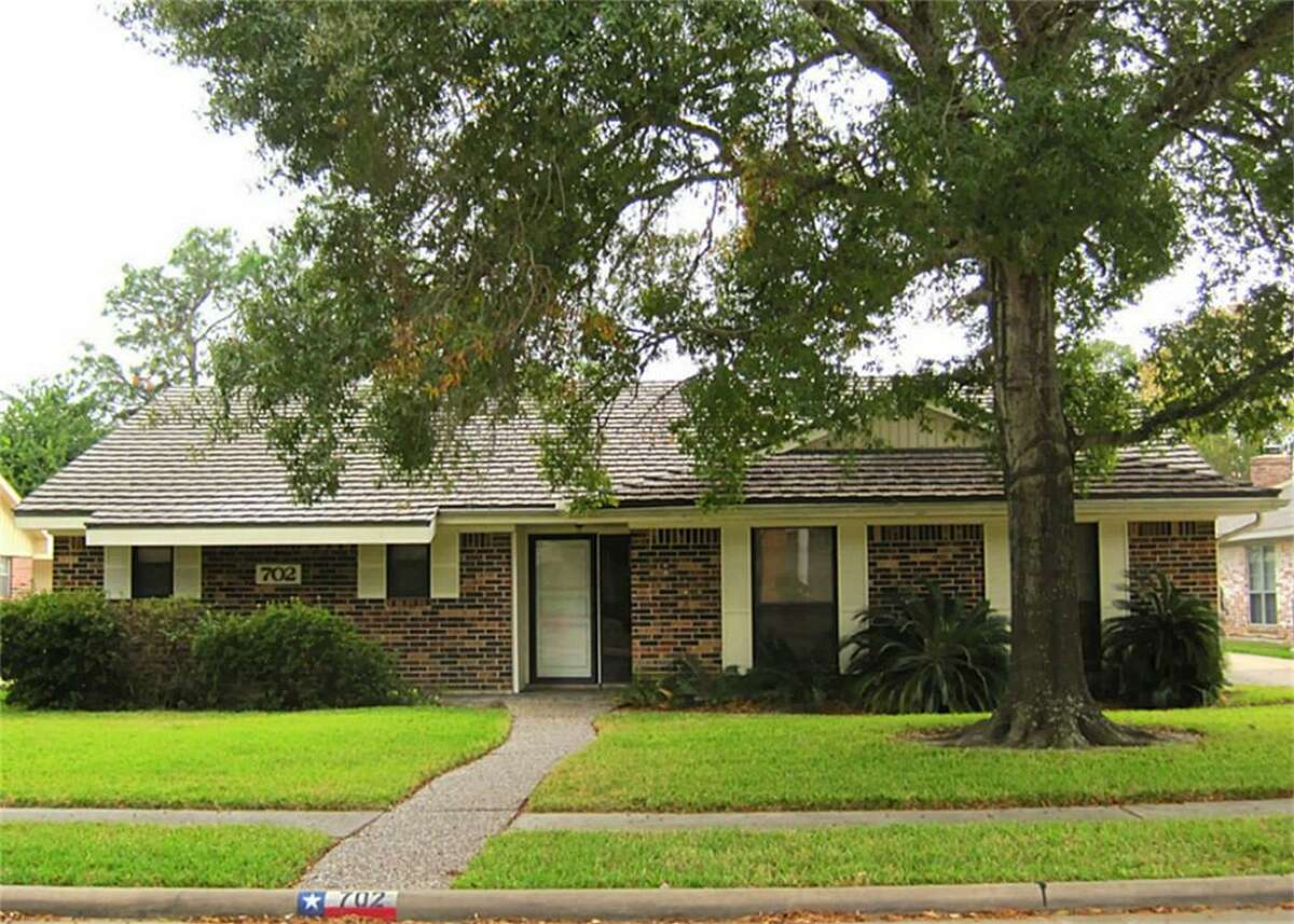 702 Seaway in El Lago Estates in Seabrook is listed for $166,500. Barbara Stubblefield of UTR-Texas, Realtors is the agent.